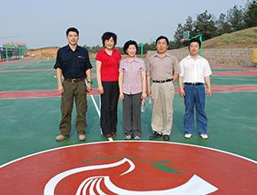与学校领导合影(2009)